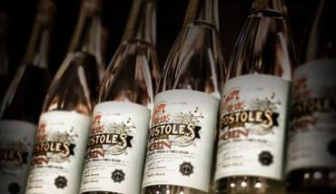 Einige Flaschen Príncipe de los Apóstoles Mate Gin